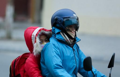 """Rét đậm rét hại, bố mẹ nhất định phải nhớ các """"vị trí vàng"""" giữ ấm này cho trẻ! - Ảnh 1."""