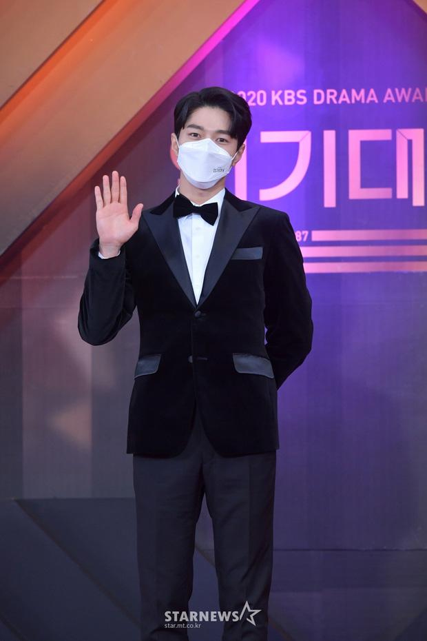 """Dàn diễn viên đình đám nhất Kbiz đọ sắc tại KBS Drama Awards: """"Mỹ nhân đẹp nhất thế giới"""" Nana đọ sắc cực gắt bên cạnh dàn mỹ nhân sở hữu vòng 1 khủng - Ảnh 9."""