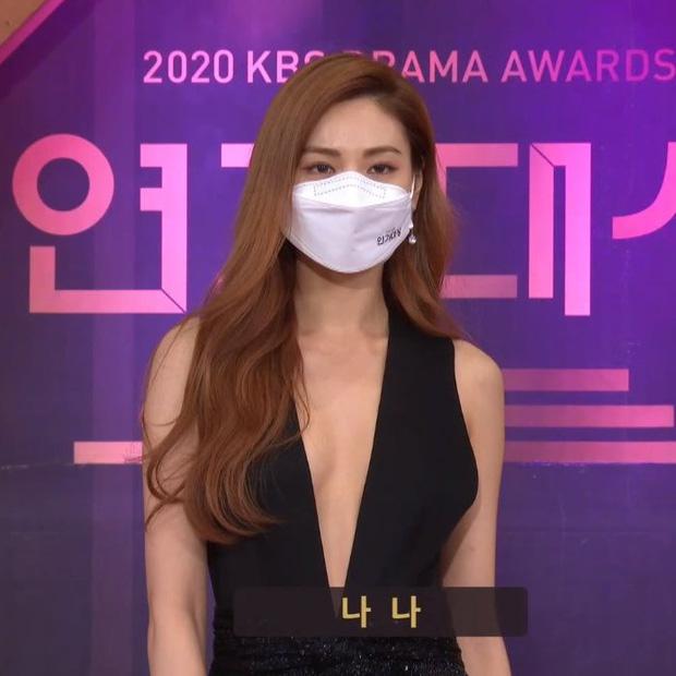 """Dàn diễn viên đình đám nhất Kbiz đọ sắc tại KBS Drama Awards: """"Mỹ nhân đẹp nhất thế giới"""" Nana đọ sắc cực gắt bên cạnh dàn mỹ nhân sở hữu vòng 1 khủng - Ảnh 1."""