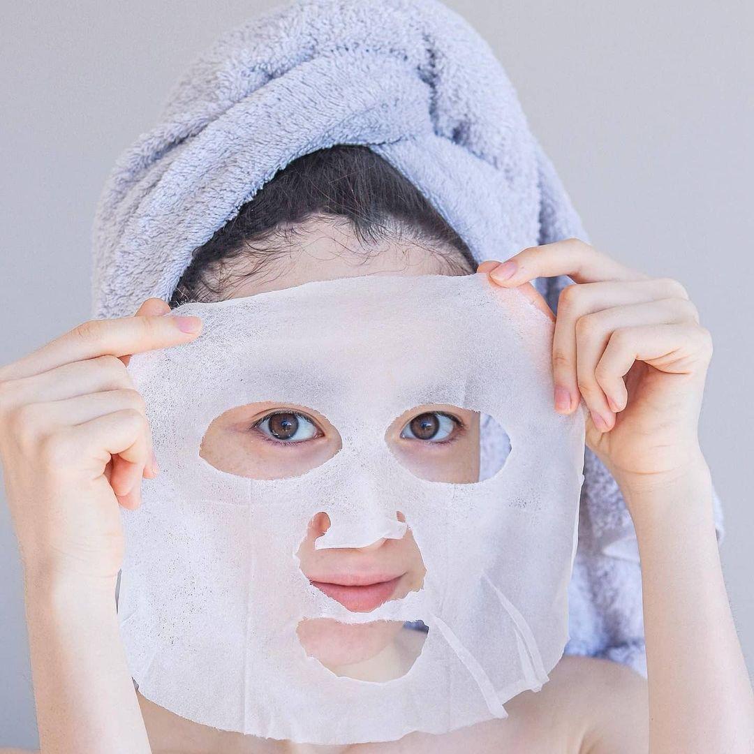 Làn đẹp cấp tốc cuối năm: Đắt mặt nạ này 3 phút, da dẻ láng căng tức thì, makeup ăn tiệp hẳn - Ảnh 1.