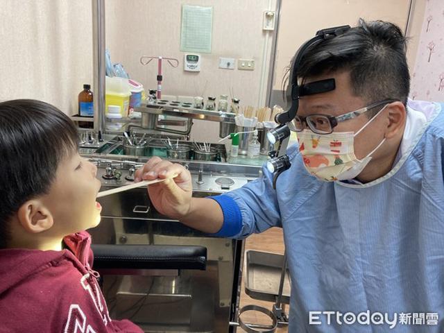 Cậu bé có răng sâu cả hàm, dị vật bịt kín khoang mũi phải thở bằng miệng, bác sĩ cảnh báo thói quen khôn lường - Ảnh 1.