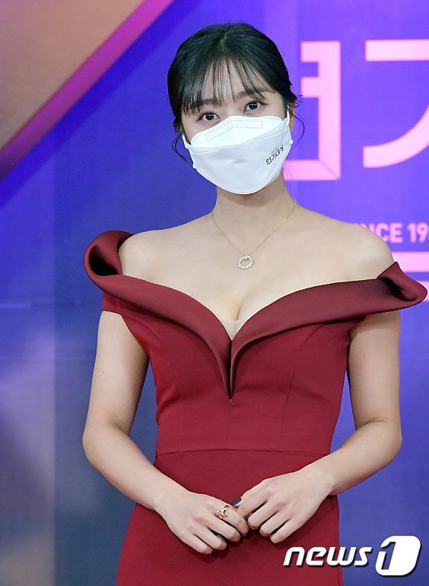 """Dàn diễn viên đình đám nhất Kbiz đọ sắc tại KBS Drama Awards: """"Mỹ nhân đẹp nhất thế giới"""" Nana đọ sắc cực gắt bên cạnh dàn mỹ nhân sở hữu vòng 1 khủng - Ảnh 5."""