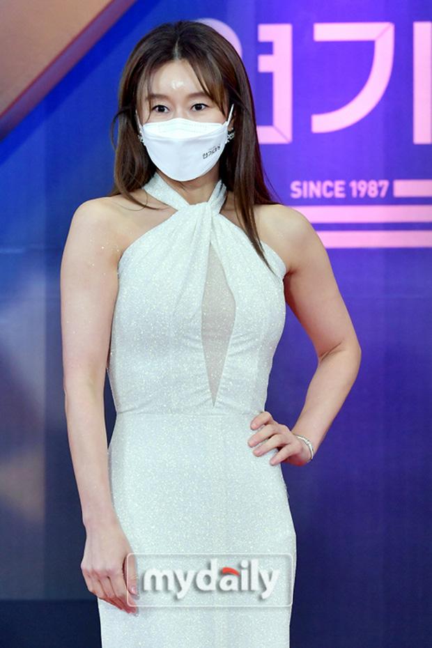 """Dàn diễn viên đình đám nhất Kbiz đọ sắc tại KBS Drama Awards: """"Mỹ nhân đẹp nhất thế giới"""" Nana đọ sắc cực gắt bên cạnh dàn mỹ nhân sở hữu vòng 1 khủng - Ảnh 7."""