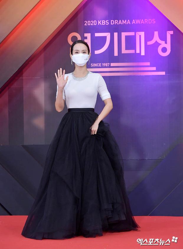 """Dàn diễn viên đình đám nhất Kbiz đọ sắc tại KBS Drama Awards: """"Mỹ nhân đẹp nhất thế giới"""" Nana đọ sắc cực gắt bên cạnh dàn mỹ nhân sở hữu vòng 1 khủng - Ảnh 8."""