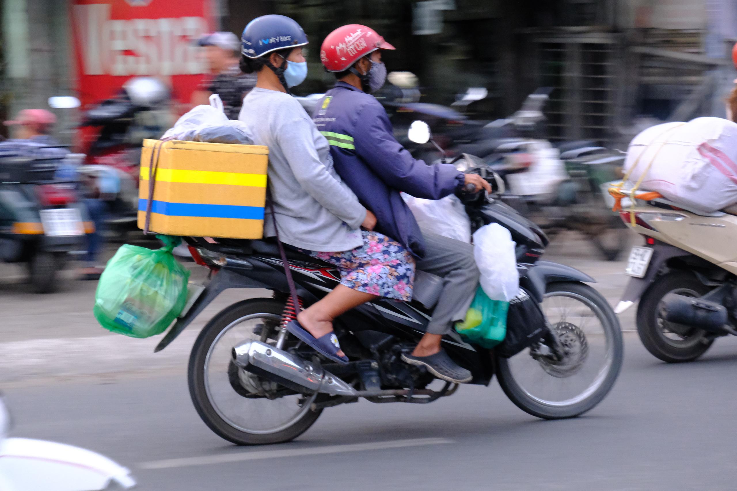 Chùm ảnh: Người dân ùn ùn kéo nhau về quê ăn Tết, Hà Nội tắc đường kinh hoàng chiều cuối năm - Ảnh 26.
