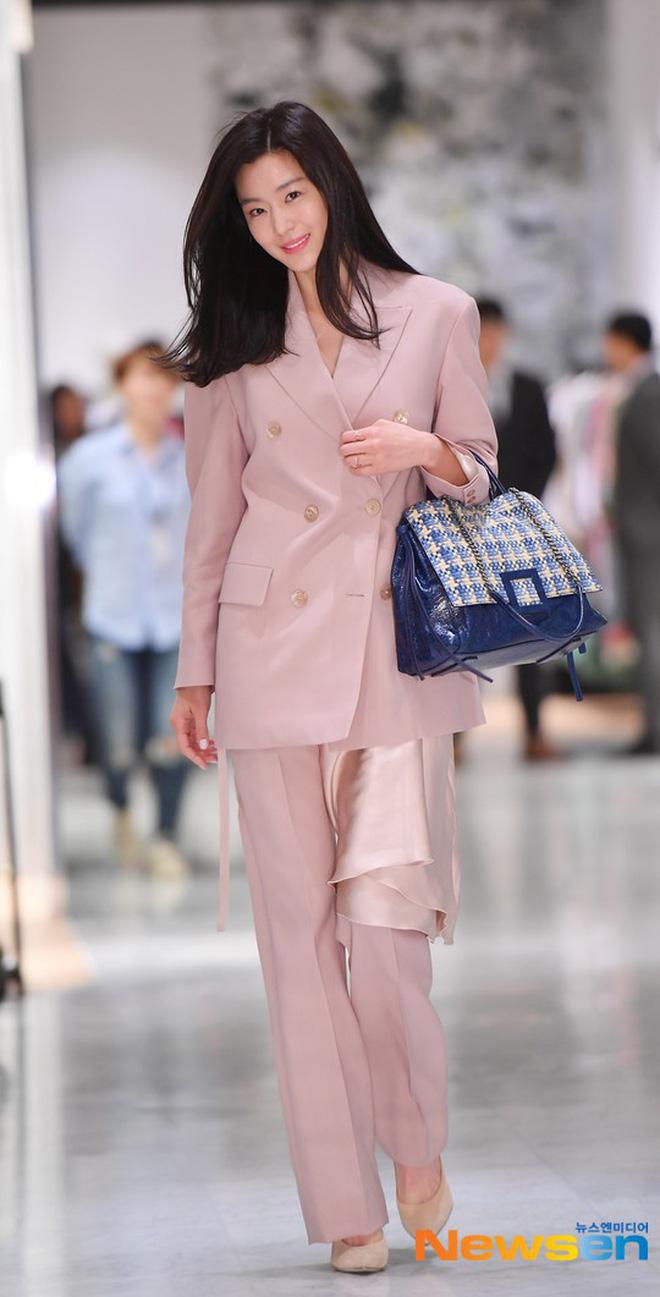 """7 nguyên tắc làm đẹp của Jeon Ji Hyun: U40 mà trẻ như 20, vóc dáng thon gọn chuẩn """"mợ Chảnh"""" - Ảnh 3."""
