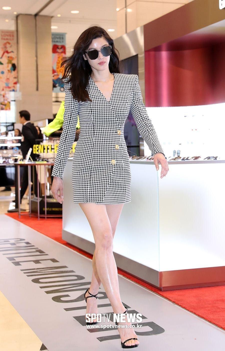 """7 nguyên tắc làm đẹp của Jeon Ji Hyun: U40 mà trẻ như 20, vóc dáng thon gọn chuẩn """"mợ Chảnh"""" - Ảnh 1."""