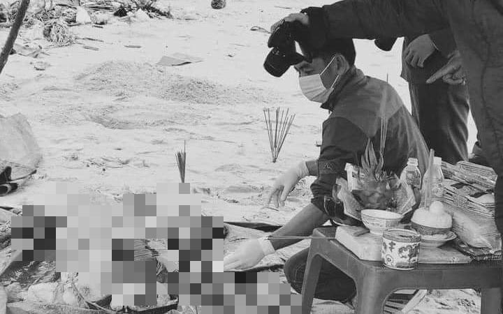 Bàng hoàng phát hiện thi thể không tay, chân nghi là người ngoại quốc bên bờ biển ở Thừa Thiên Huế