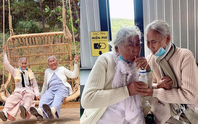 """Về già du lịch đã khó, nhưng hai cụ bà là đôi bạn thân lại rủ nhau đi khắp Đà Lạt, """"hồi xuân"""" với đủ kiểu chụp ảnh bắt trend còn xịn hơn cả giới trẻ"""