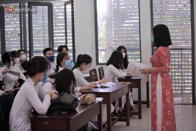 Thông tin về lịch thi học kỳ I của các trường nghỉ học vì Covid-19 - Ảnh 1.