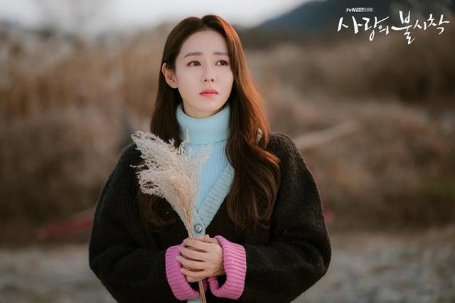 """Son Ye Jin - Kim Hee Ae - Kim Soo Hyun bất ngờ bị cái tên này """"vượt mặt"""" về độ nổi tiếng bất chấp sở hữu phim có rating cao ngất - Ảnh 2."""