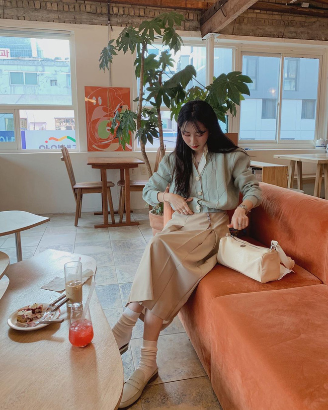 """Mix & Phối - 4 chiêu mix đồ với áo len crop top mà gái Hàn """"quẩy"""" thường xuyên, bạn nên ghim để lên đồ cho xịn - chanvaydep.net 4"""