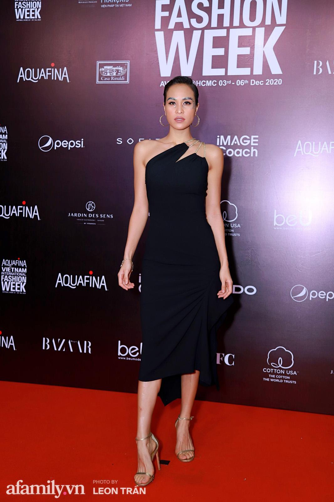 Thảm đỏ Aquafina Vietnam International Fashion Week 2020 ngày 3: Nhã Phương trẻ xinh trong bộ ren trắng, Diệu Nhi nhìn khác lạ trong bộ áo dài cách tân  - Ảnh 10.