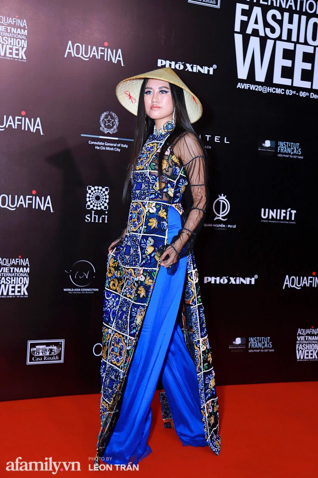 Thảm đỏ Aquafina Vietnam International Fashion Week 2020 ngày 3: Nhã Phương trẻ xinh diện cả cây trắng, Diệu Nhi nhìn khác lạ trong bộ áo dài cách tân  - Ảnh 13.