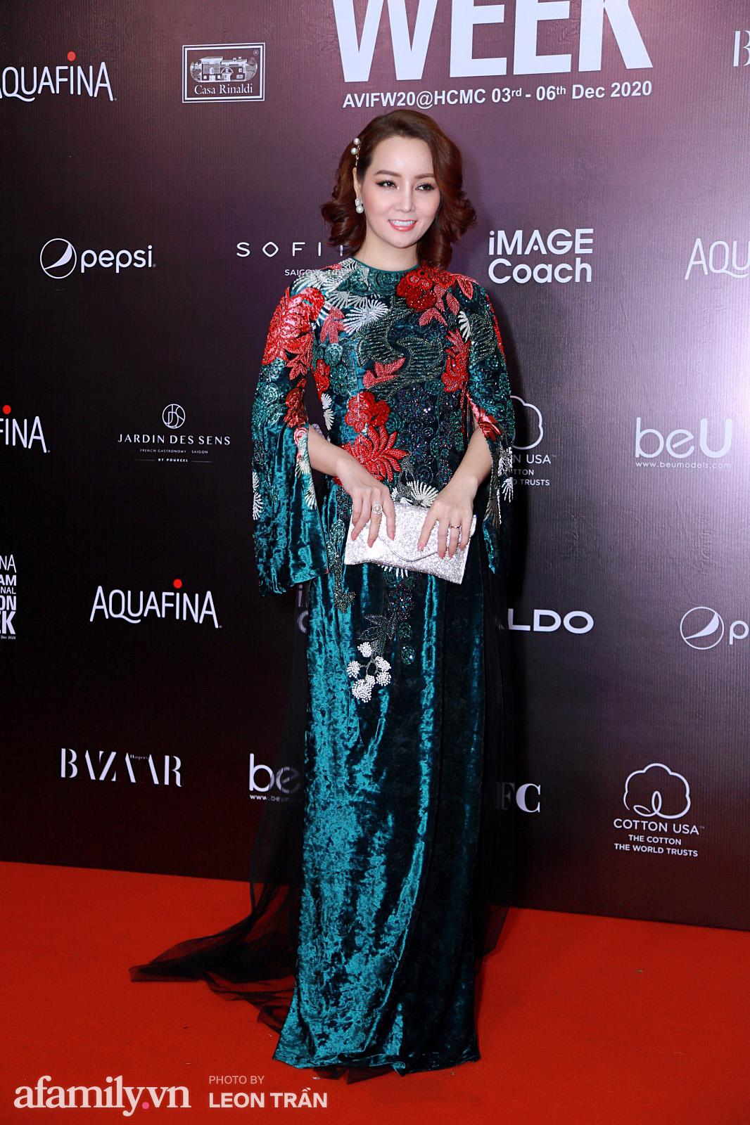 Thảm đỏ Aquafina Vietnam International Fashion Week 2020 ngày 3: Nhã Phương trẻ xinh trong bộ ren trắng, Diệu Nhi nhìn khác lạ trong bộ áo dài cách tân  - Ảnh 9.
