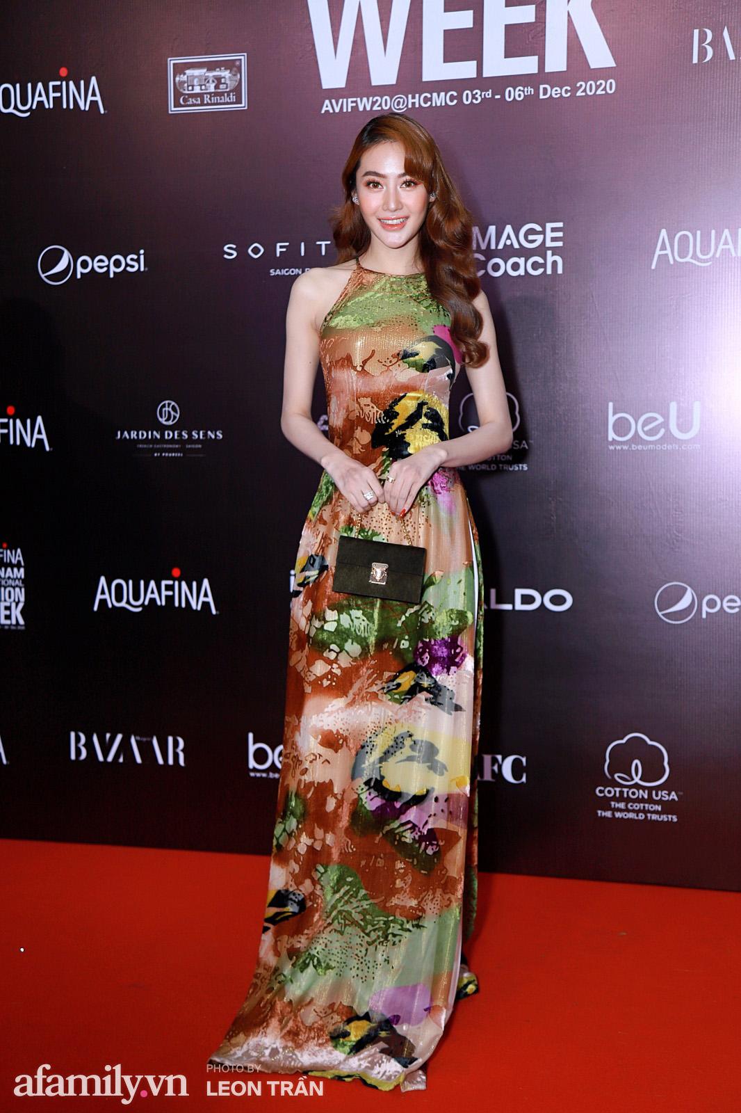 Thảm đỏ Aquafina Vietnam International Fashion Week 2020 ngày 3: Nhã Phương trẻ xinh trong bộ ren trắng, Diệu Nhi nhìn khác lạ trong bộ áo dài cách tân  - Ảnh 7.