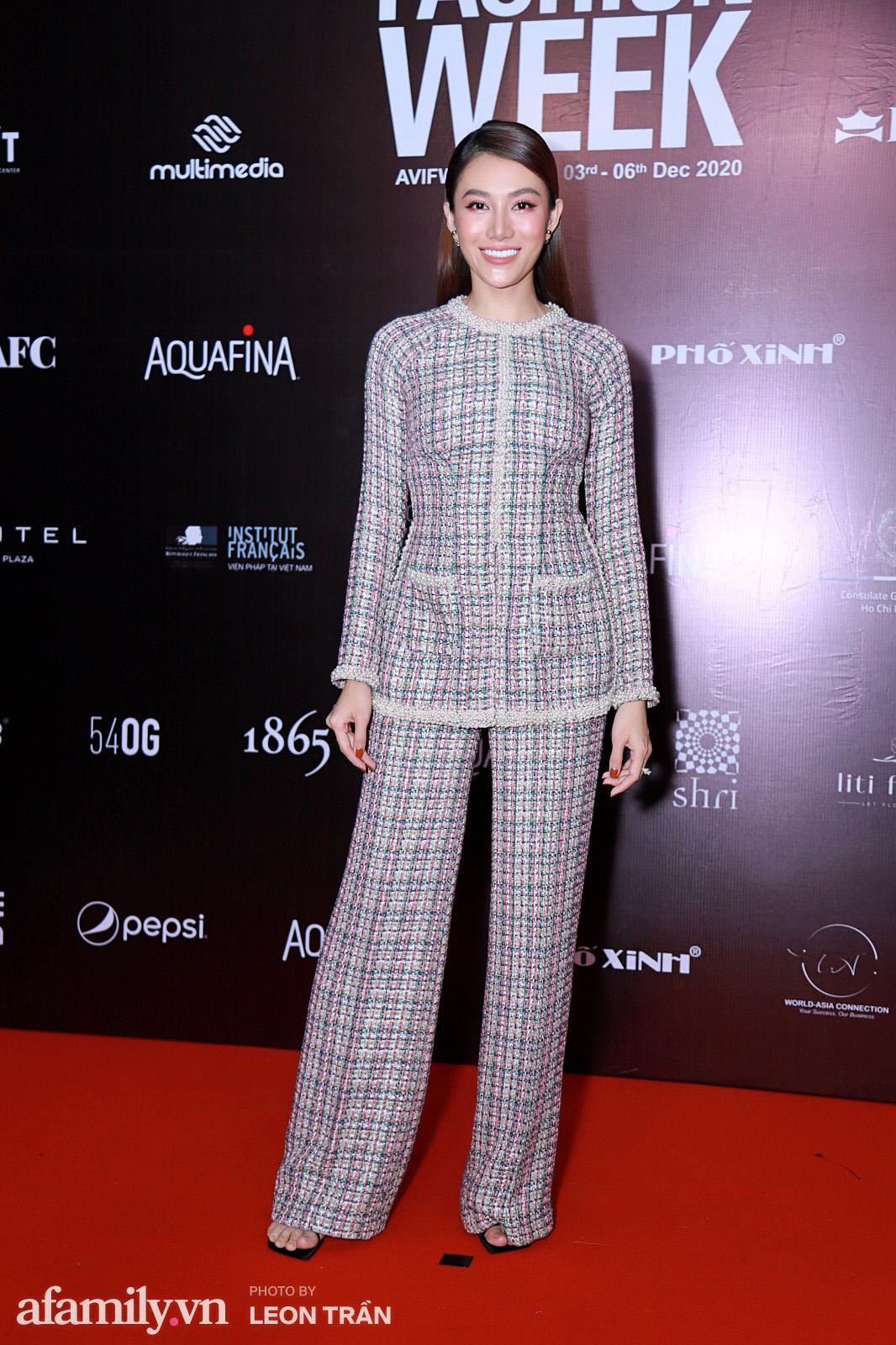 Thảm đỏ Aquafina Vietnam International Fashion Week 2020 ngày 3: Nhã Phương trẻ xinh trong bộ ren trắng, Diệu Nhi nhìn khác lạ trong bộ áo dài cách tân  - Ảnh 8.