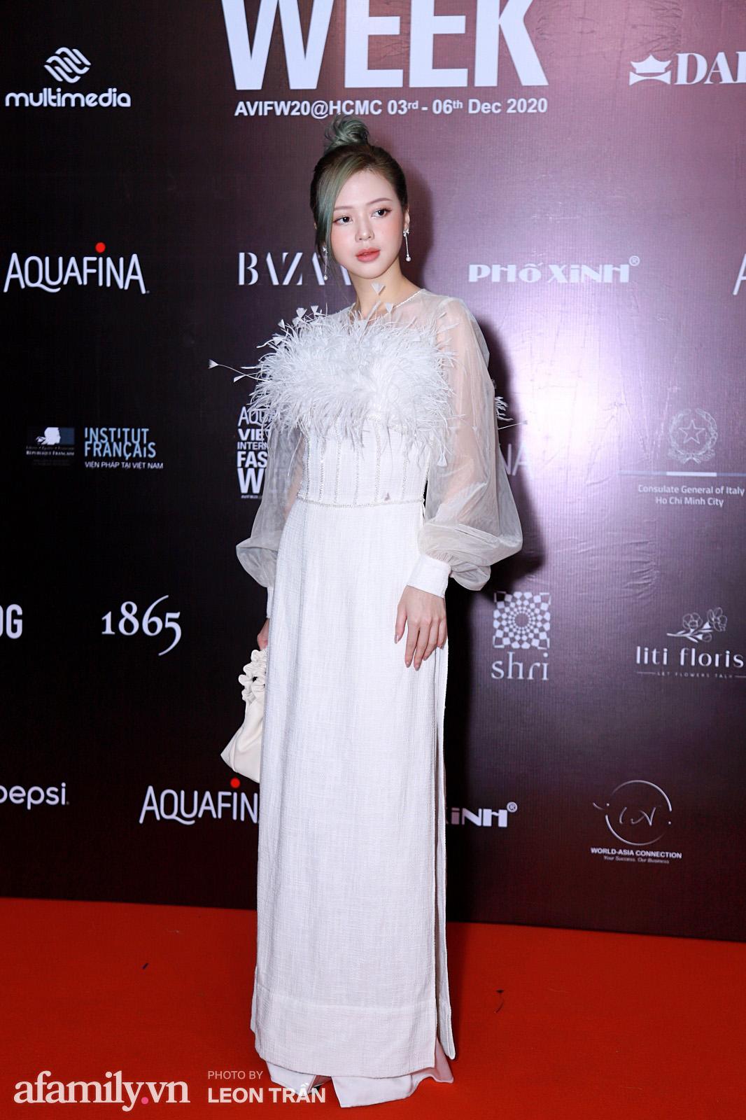 Thảm đỏ Aquafina Vietnam International Fashion Week 2020 ngày 3: Nhã Phương trẻ xinh trong bộ ren trắng, Diệu Nhi nhìn khác lạ trong bộ áo dài cách tân  - Ảnh 6.