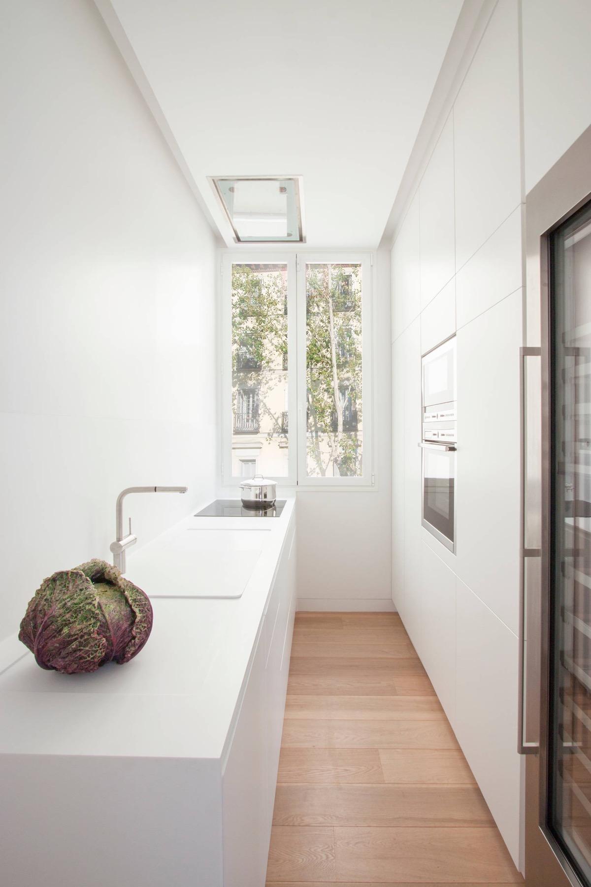 23 mẫu phòng bếp tối giản với tone màu trắng chủ đạo sẽ khiến bạn không thể không yêu - Ảnh 21.