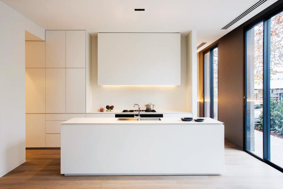 23 mẫu phòng bếp tối giản với tone màu trắng chủ đạo sẽ khiến bạn không thể không yêu - Ảnh 23.