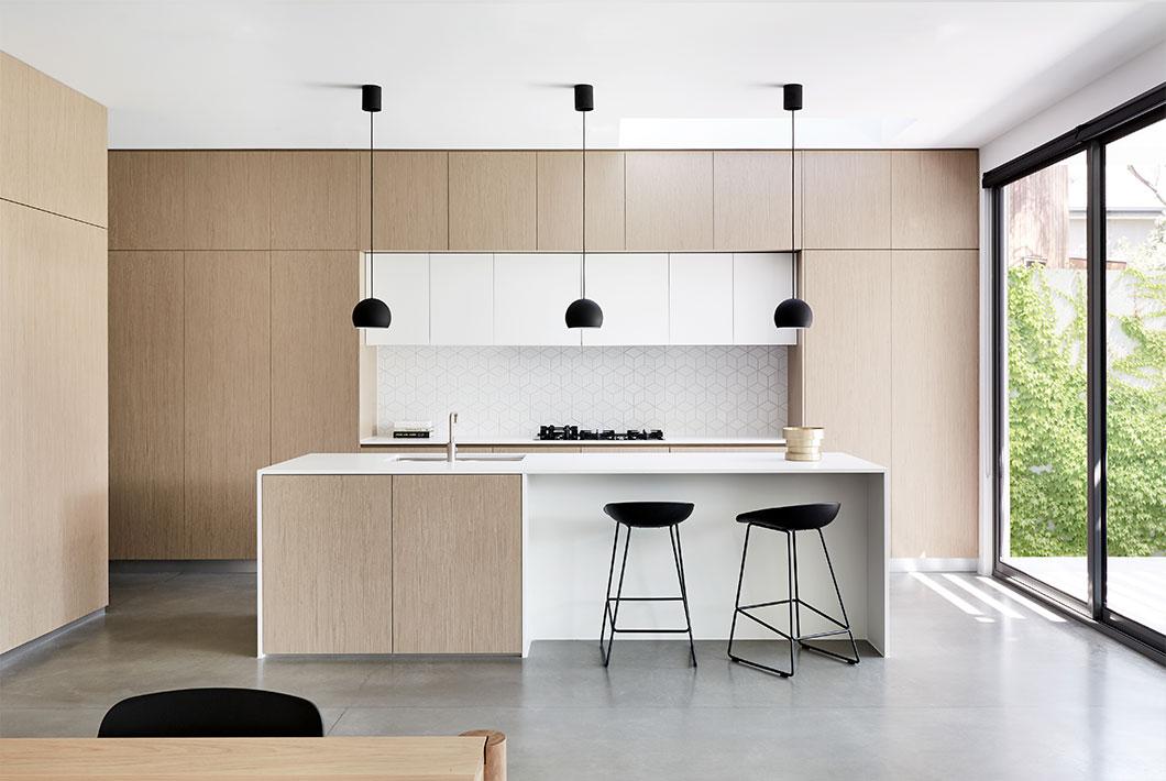 23 mẫu phòng bếp tối giản với tone màu trắng chủ đạo sẽ khiến bạn không thể không yêu - Ảnh 6.