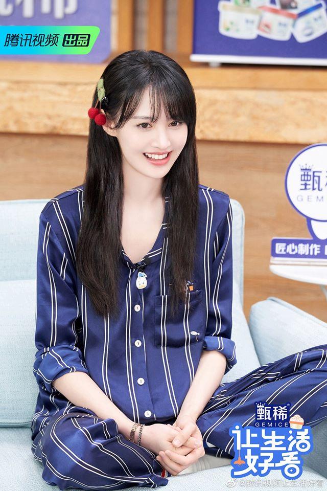 """Trịnh Sảng đọc tiếng Anh sai lè, netizen cãi nhau là đáng yêu hay """"dốt mà còn hay che giấu"""" - Ảnh 4."""