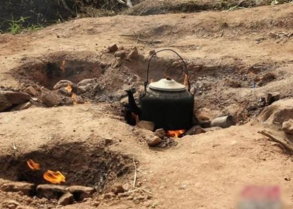 """Bí mật về """"ngọn lửa quỷ"""" cháy liên tục suốt 62 năm qua không hề tắt một giây, dân làng xếp hàng mang xoong nồi đến nấu nướng miễn phí - Ảnh 6."""