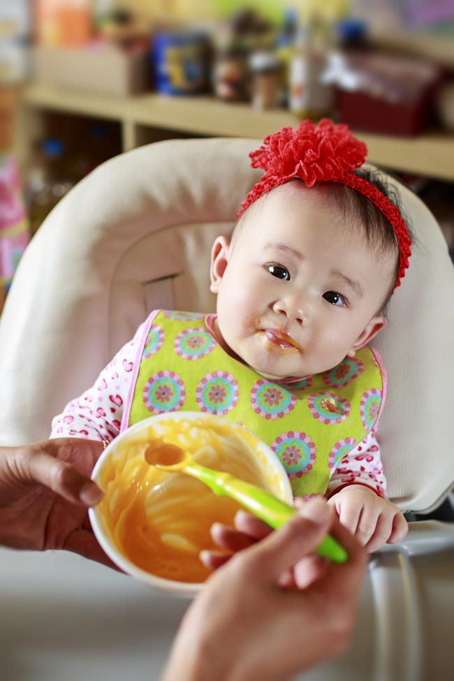 Ông bố trẻ bất lực vì vợ bắt con 2 tuổi kiêng hoàn toàn muối, đường, dầu mỡ: Sai lầm nhiều mẹ mắc phải có thể làm hại con - Ảnh 4.