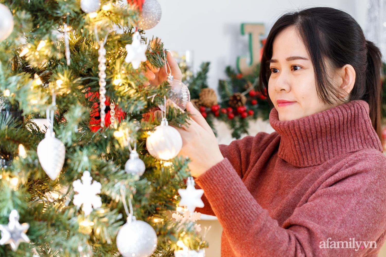 Căn bếp trắng – đỏ đẹp bình an đón Giáng sinh về của mẹ Việt ở Canada - Ảnh 2.