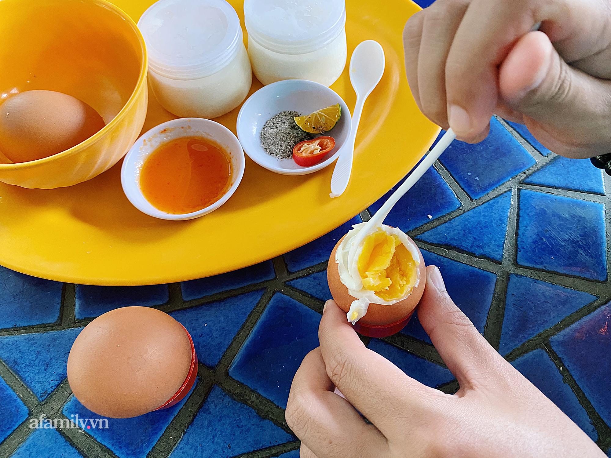 """Cô Tiên - """"giai thoại"""" chưa ai phá vỡ trong món trứng gà luộc tại Vũng Tàu, từ một quán nhỏ ven đường sau gần 10 năm đã đông đến mức phải mời khách tự phục vụ! - Ảnh 10."""