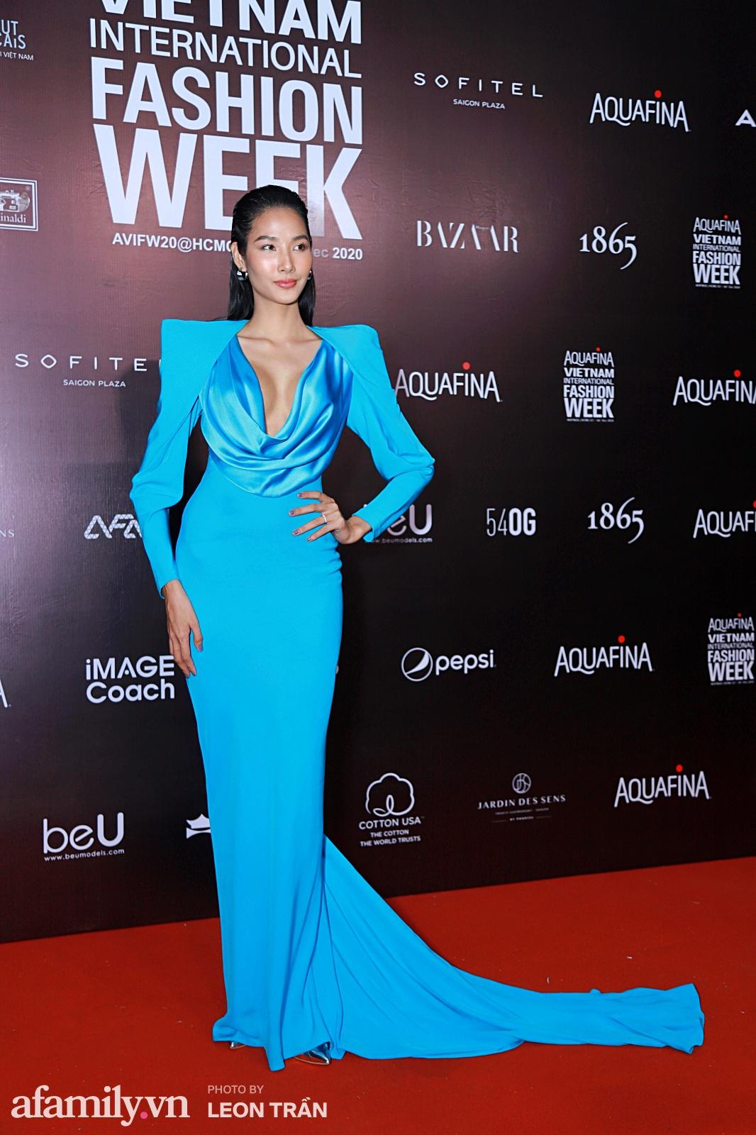 """15 bộ cánh chiêu trò nhất thảm đỏ Aquafina Vietnam International Fashion Week 2020: Sexy táo bạo vẫn chưa là gì với những pha """"chặt chém"""" ác liệt dưới đây - Ảnh 13."""