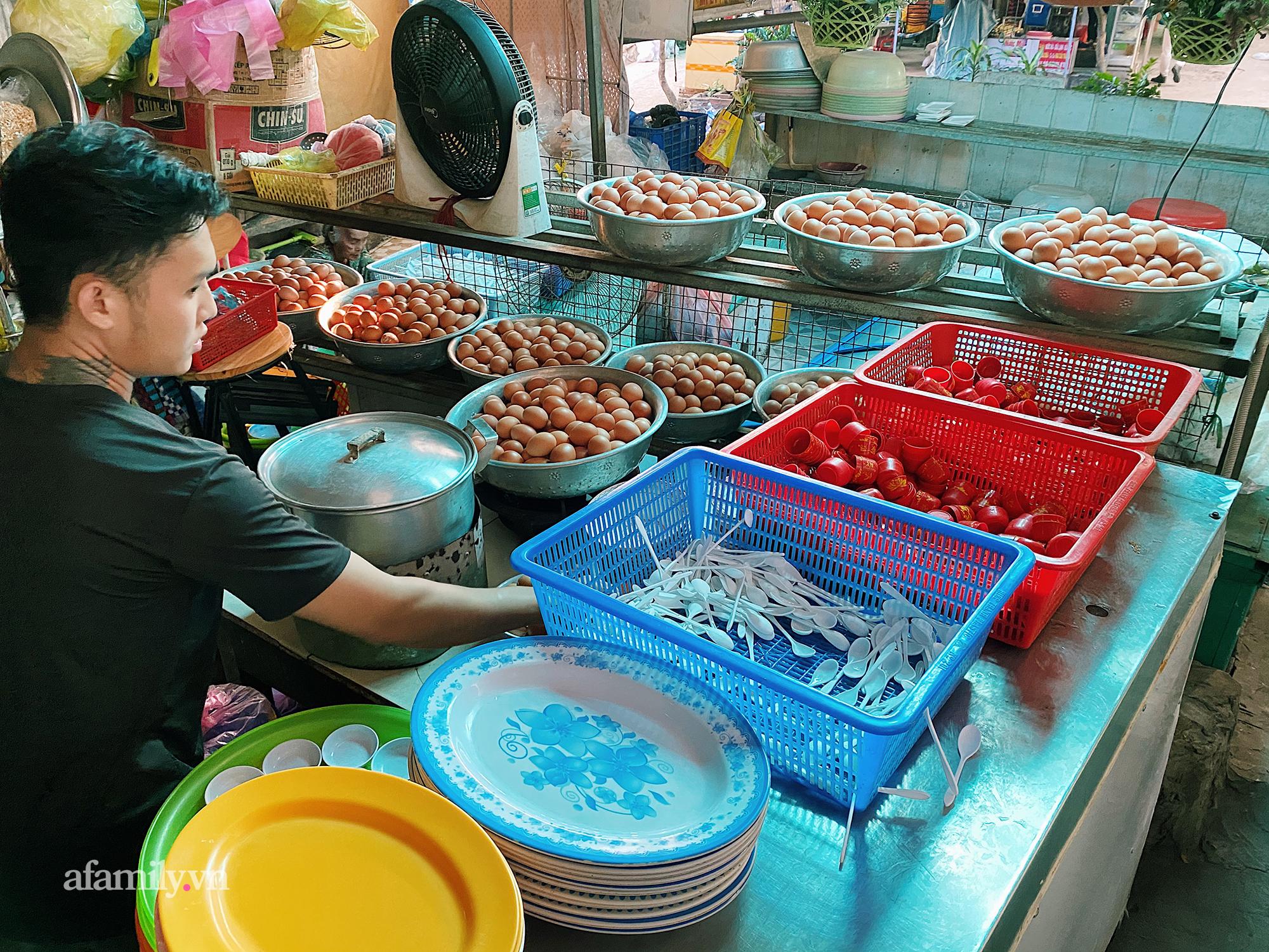 """Cô Tiên - """"giai thoại"""" chưa ai phá vỡ trong món trứng gà luộc tại Vũng Tàu, từ một quán nhỏ ven đường sau gần 10 năm đã đông đến mức phải mời khách tự phục vụ! - Ảnh 8."""