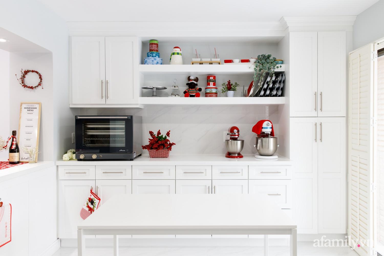 Căn bếp trắng – đỏ đẹp bình an đón Giáng sinh về của mẹ Việt ở Canada - Ảnh 3.