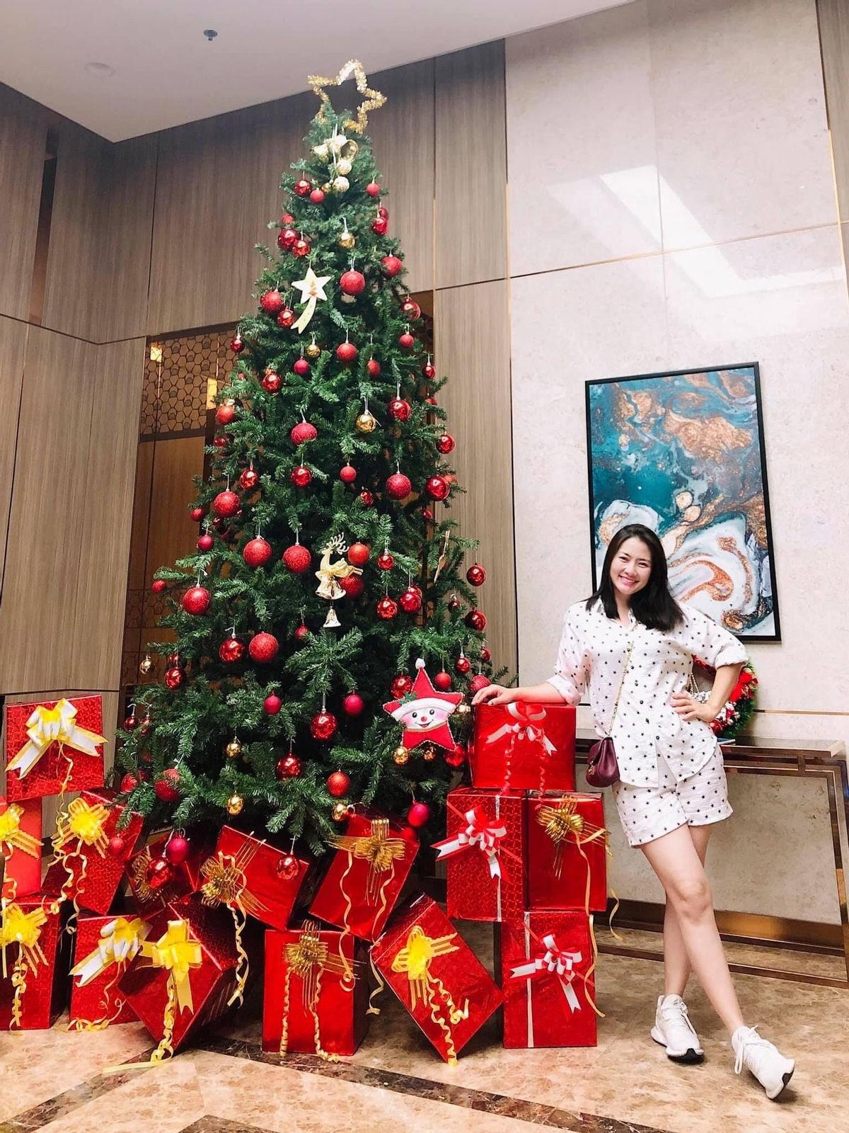 """Sao Việt trang trí nhà sớm trước thềm Noel: riêng cây thông hoành tráng trong biệt thự """"triệu đô"""" của Cường Đô La khiếm dân tình """"ngã ngửa"""" - Ảnh 5."""