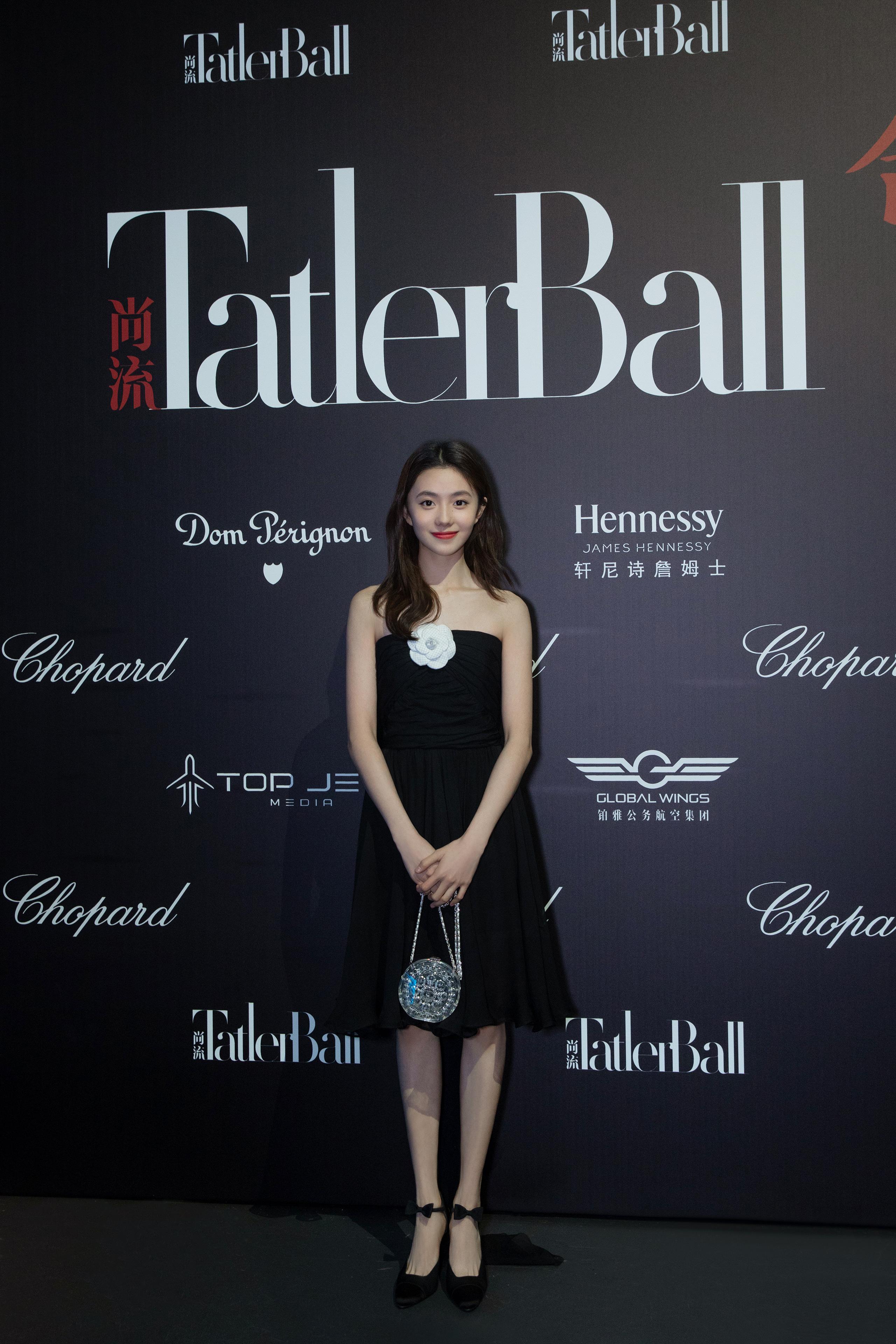 Jennie đụng váy với Mưu nữ lang 2K: Đại sứ Chanel sang chảnh lấn át, Lưu Hạo Tồn bị ví như hot girl mạng - Ảnh 2.