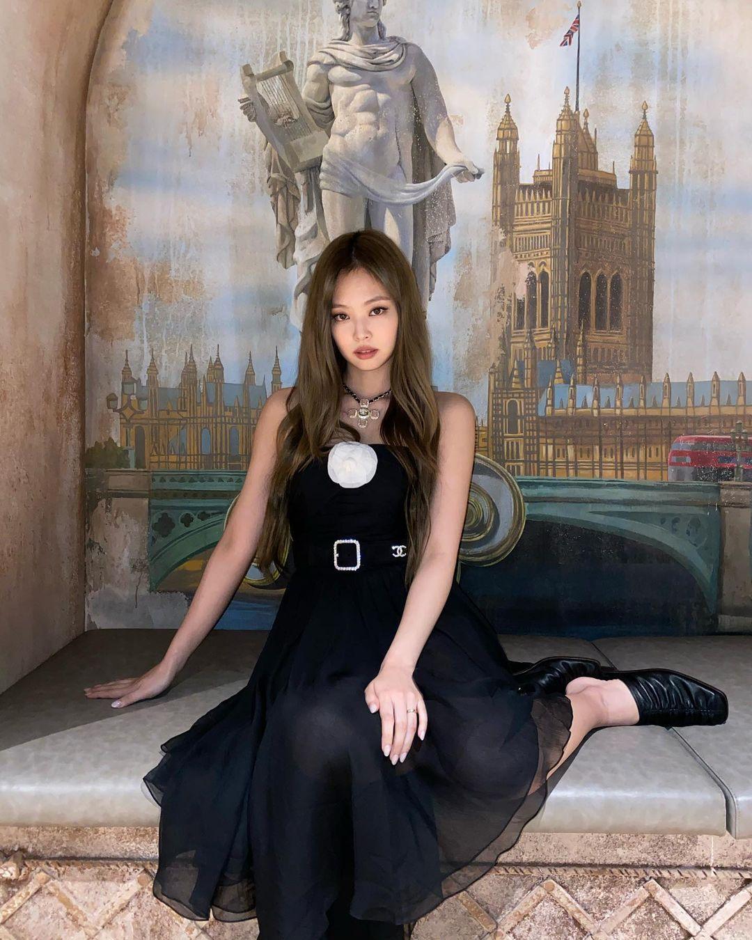 Jennie đụng váy với Mưu nữ lang 2K: Đại sứ Chanel sang chảnh lấn át, Lưu Hạo Tồn bị ví như hot girl mạng - Ảnh 4.
