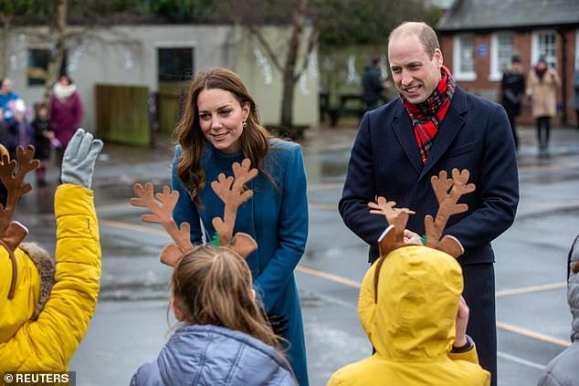 Bị nhà Sussex cố tình chiếm spotlight và nhận ý kiến trái chiều về chuyến đi 3 ngày, Công nương Kate có phản ứng khiến nhiều người nể phục - Ảnh 2.