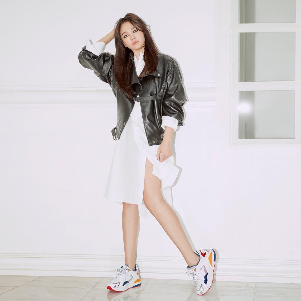 """Ai mà ngờ Song Hye Kyo lớn tuổi hơn Son Ye Jin vì cô trẻ trung lấn át cả """"chị đẹp"""" khi chung ý tưởng diện đồ - Ảnh 5."""