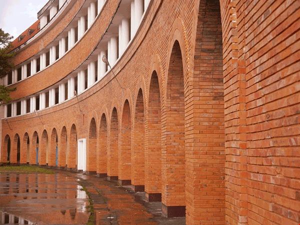 Ở Việt Nam có một trường Cao đẳng được công nhận là công trình tiêu biểu thế kỷ 20, gạch xây cũng chở từ châu Âu sang, ai tới cũng phải check in sống ảo một lần - Ảnh 7.