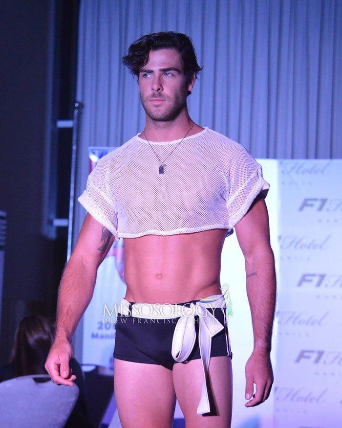 """Thật """"bỏng mắt"""" khi nhìn mỹ nam Việt diện quần bó chẽn, mặc áo xuyên thấu mỏng tang đọ body cùng dàn mỹ nam quốc tế - Ảnh 4."""