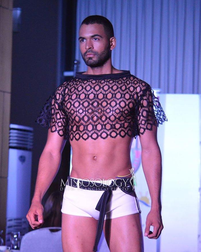 """Thật """"bỏng mắt"""" khi nhìn mỹ nam Việt diện quần bó chẽn, mặc áo xuyên thấu mỏng tang đọ body cùng dàn mỹ nam quốc tế - Ảnh 7."""