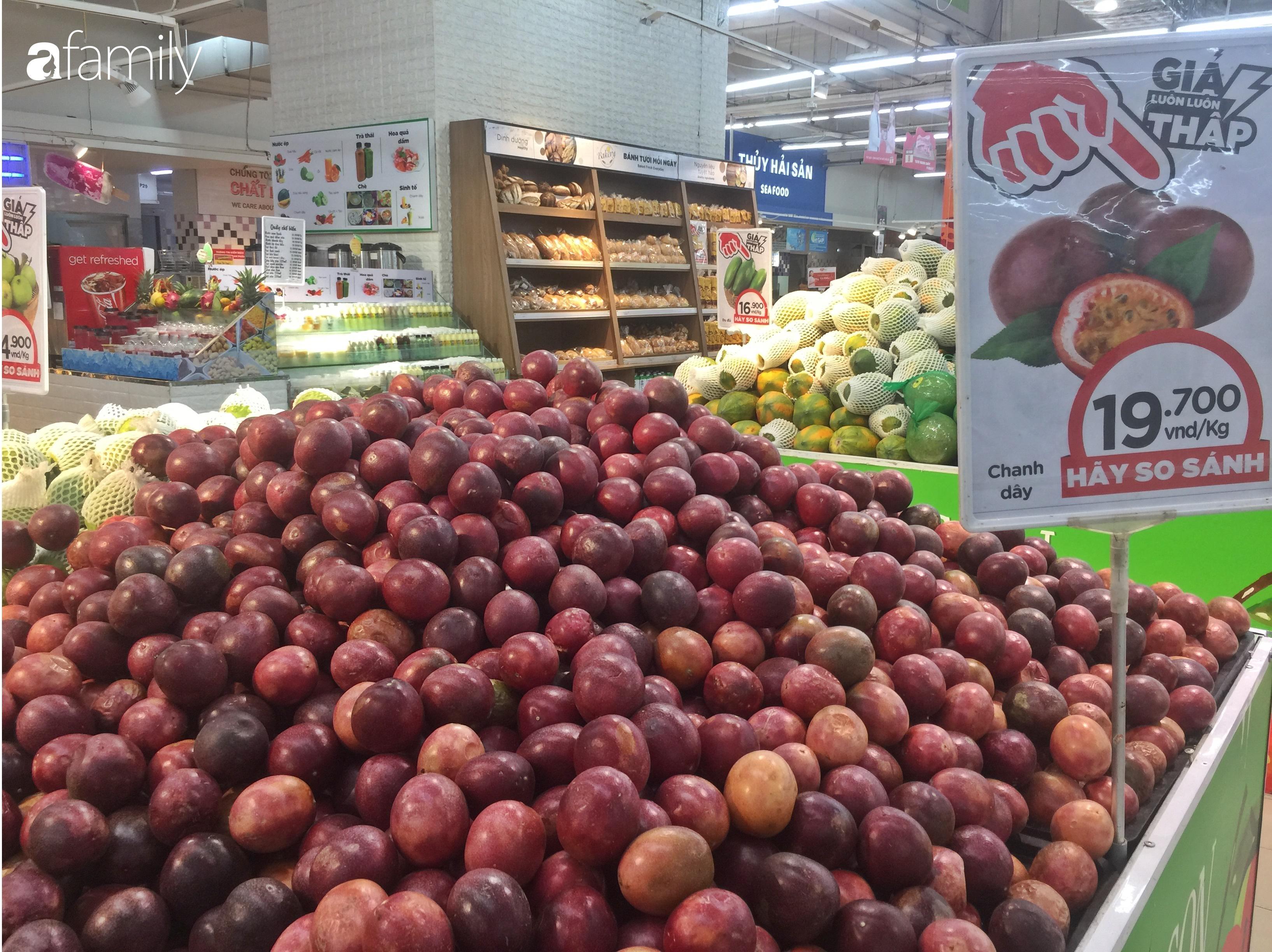 Giá ho quả trong siêu thị rẻ gấp 3 lần so với thời điểm trước Tết, dư hấu còn 6.700 đồng/kg - Ảnh 4.