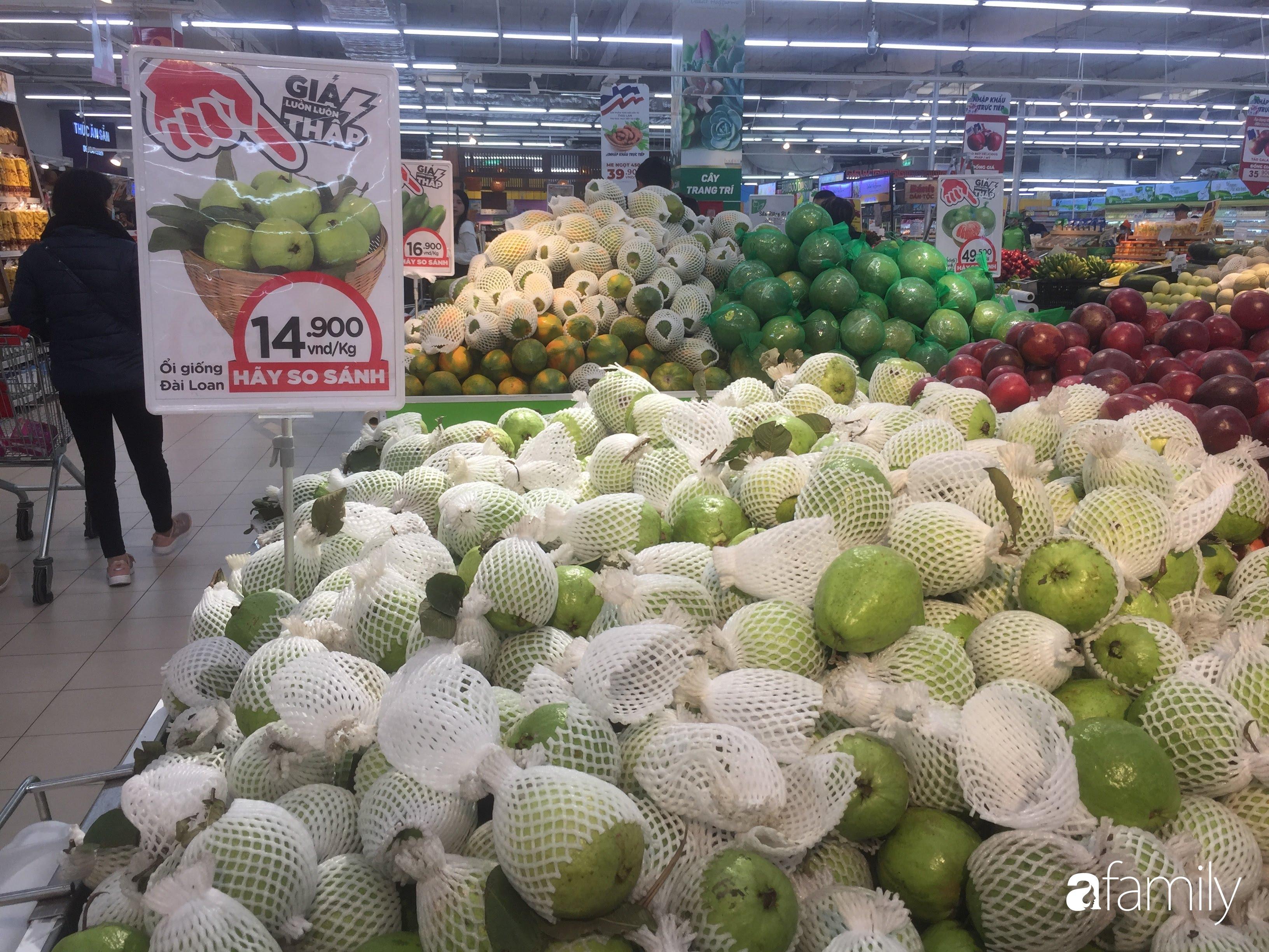 Giá ho quả trong siêu thị rẻ gấp 3 lần so với thời điểm trước Tết, dư hấu còn 6.700 đồng/kg - Ảnh 6.