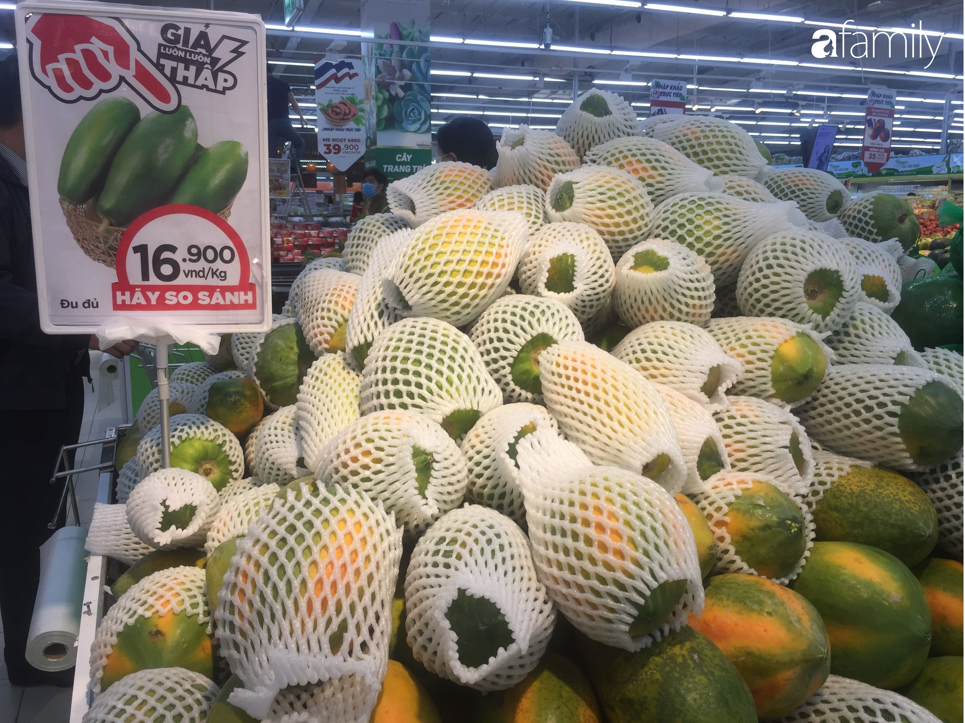 Giá ho quả trong siêu thị rẻ gấp 3 lần so với thời điểm trước Tết, dư hấu còn 6.700 đồng/kg - Ảnh 7.