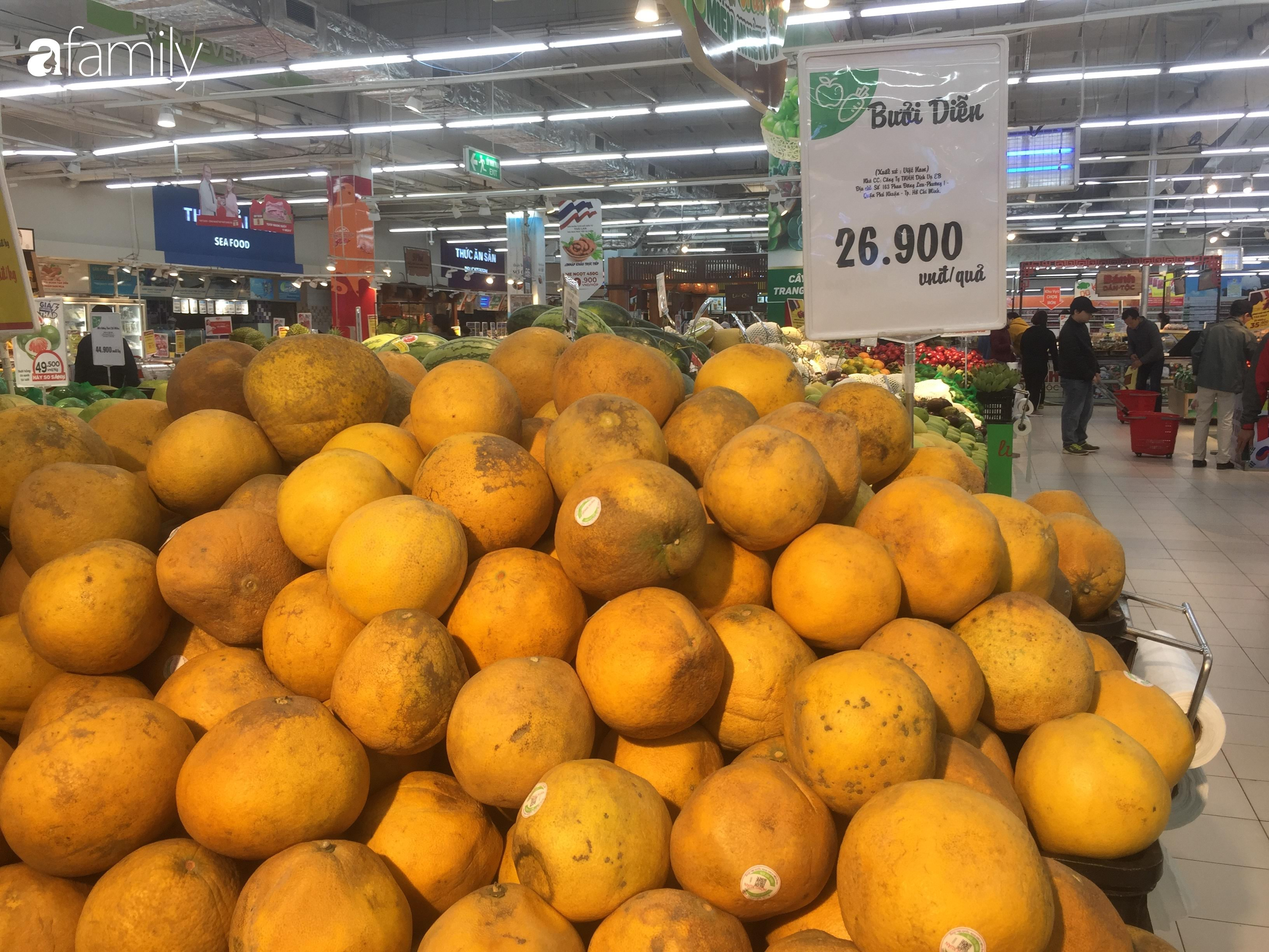 Giá ho quả trong siêu thị rẻ gấp 3 lần so với thời điểm trước Tết, dư hấu còn 6.700 đồng/kg - Ảnh 9.