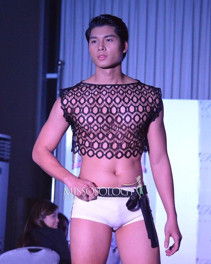 """Thật """"bỏng mắt"""" khi nhìn mỹ nam Việt diện quần bó chẽn, mặc áo xuyên thấu mỏng tang đọ body cùng dàn mỹ nam quốc tế - Ảnh 1."""