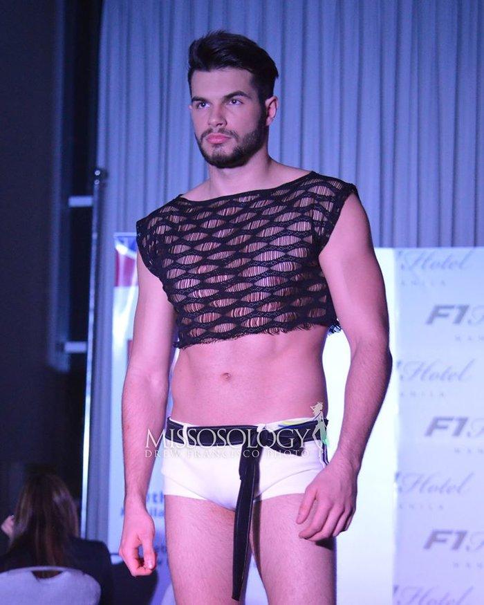 """Thật """"bỏng mắt"""" khi nhìn mỹ nam Việt diện quần bó chẽn, mặc áo xuyên thấu mỏng tang đọ body cùng dàn mỹ nam quốc tế - Ảnh 2."""