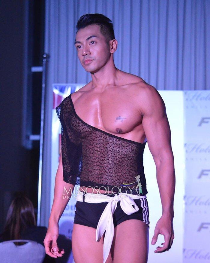 """Thật """"bỏng mắt"""" khi nhìn mỹ nam Việt diện quần bó chẽn, mặc áo xuyên thấu mỏng tang đọ body cùng dàn mỹ nam quốc tế - Ảnh 8."""