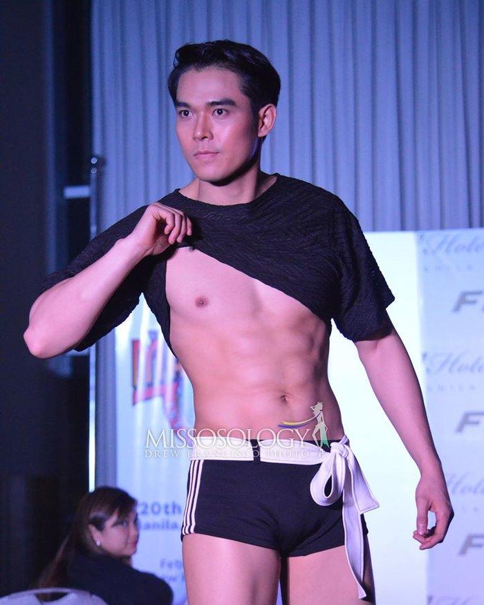 """Thật """"bỏng mắt"""" khi nhìn mỹ nam Việt diện quần bó chẽn, mặc áo xuyên thấu mỏng tang đọ body cùng dàn mỹ nam quốc tế - Ảnh 6."""