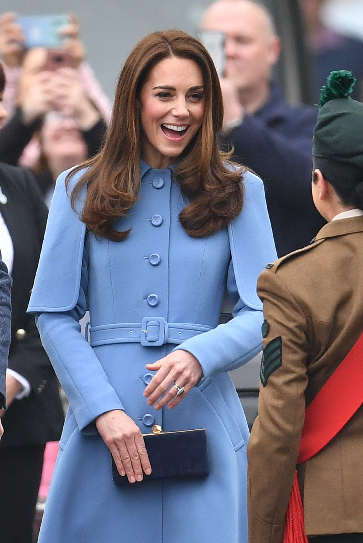 Meghan Markle lại thua đau chị dâu Kate trong cuộc chiến mặc đẹp: Đẳng cấp Nữ hoàng tương lai nó phải khác! - Ảnh 1.